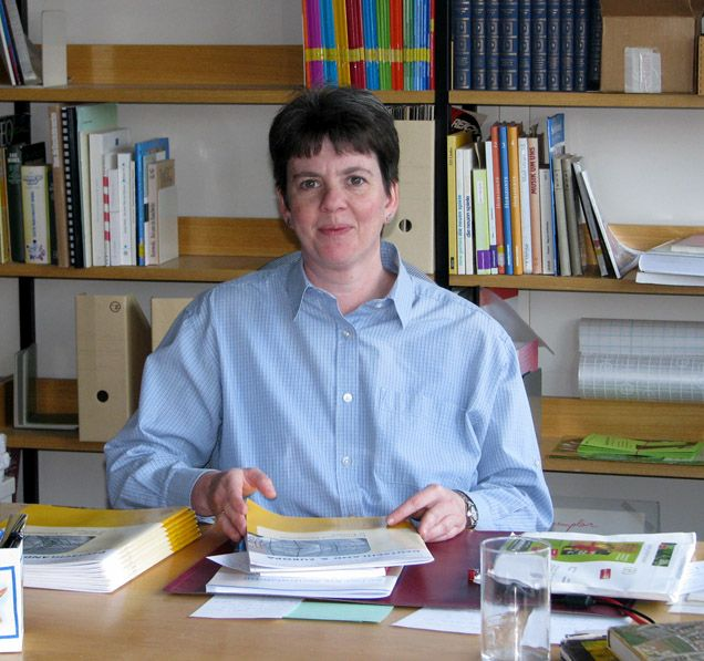 Frau Türk, unsere kompetente Bibliothekarin