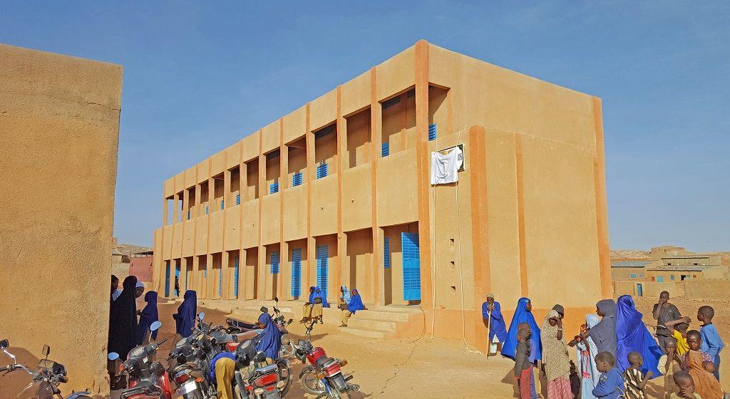 Das neue zweistöckige Collège-Gebäude